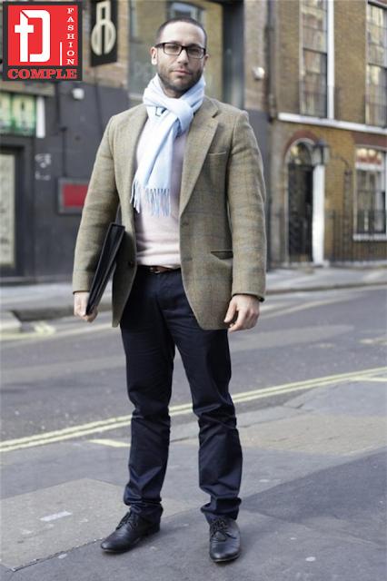 Nhà may Đức Tài - Cách quàng khăn khi kết hợp với áo vest nam 3