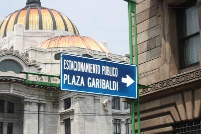 Letrero de Palacio Garibaldi en 5 de Mayo.