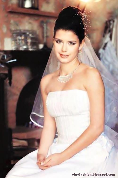 Beren Saat Wedding Dress Pics