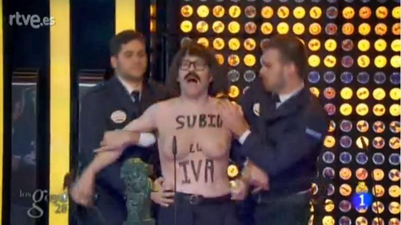 Joaquín Reyes parodia a las Femen con el IVA en los Goya 2013