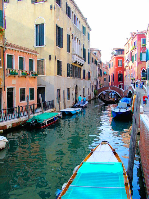 Venice does not smell badly but of the sea which cleanses the canals and lagoon twice daily.