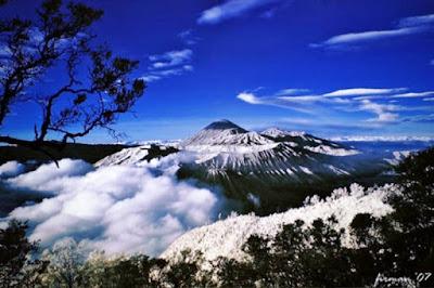 Gambar Pemandangan Alam Indonesia Gunug Jaya Wijaya Papua-Gunung Tertinggi di Indonesia