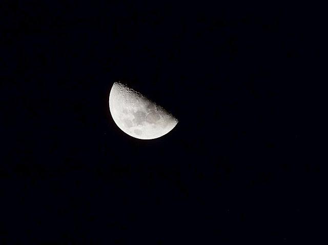 half moon, astrophotography,Fujifilm S4200