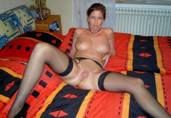 Amateur wife spreads legs nude