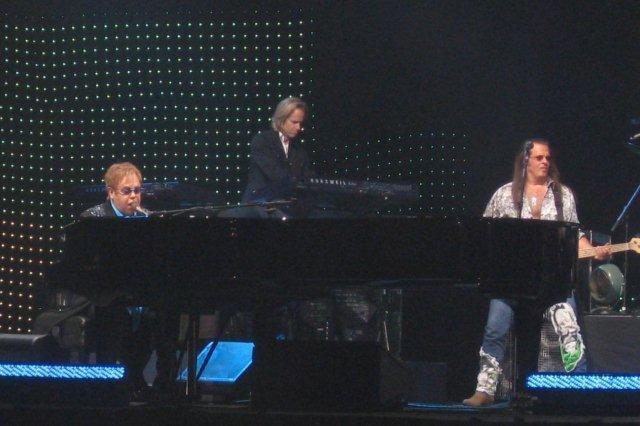 Elton John y su banda en concierto el 10 de Junio 2011 en el SECC de Glasgow