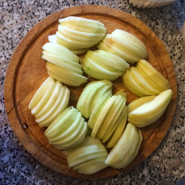 готовим яблочный пирог
