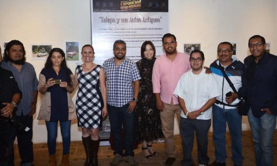 Inauguran exposición fotográfica Xalapa y sus autos antiguos, en el Centro Recreativo