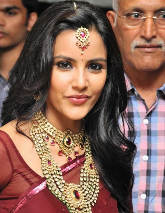 priya anand in saree at nac ewellers for 1000 diamond necklaces festival event- actress pics
