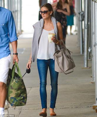 sapatilha com calca jeans