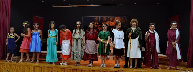 """Ενθουσίασε η """"Λυσιστράτη"""" του Αριστοφάνη στο 4ο Δημοτικό Καστοριάς (φωτογραφίες)"""
