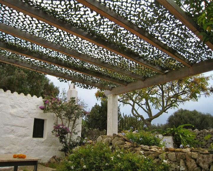 Redes de sombra para el jard n c sas de pel cula for Arboles de jardin para sombra
