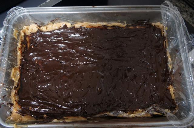 Quadradinhos de caramelo e chocolate