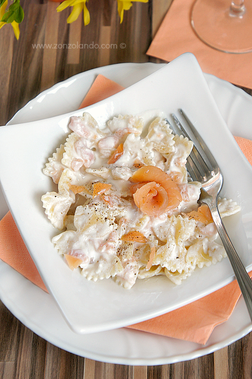 Farfalle al salmone affumicato, ricotta e noci ricetta facile e veloce - Smoked salmon and ricotta cheese pasta recipe light