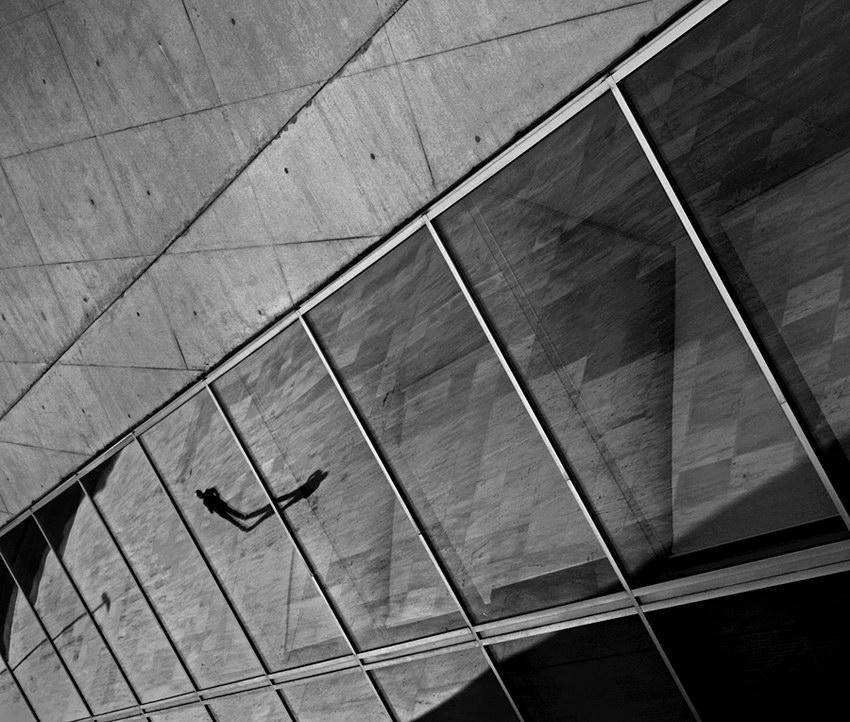 Parede e reflexos das vidraças da Casa da Música