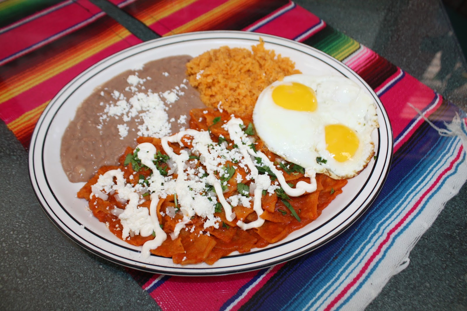 Chilaquiles Rojos Mexicanos Chilaquiles rojos con huevo