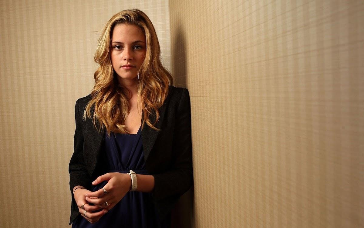 Kristen Stewart Widescreen HD Wallpaper 12