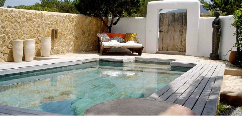 Piscina con encanto charming swimming pool for Piscinas en patios de casas