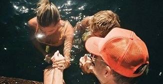 Justin Bieber și soția lui au fost botezați...