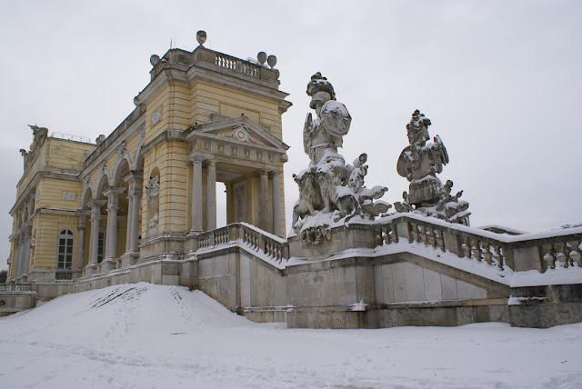 Schönbrunn snow