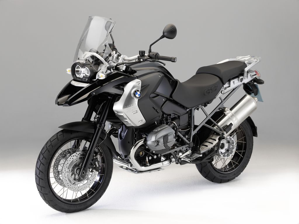 http://4.bp.blogspot.com/-IV7-EQG17t0/TeJ4pX4sHaI/AAAAAAAAAR0/MRuNspsT-pw/s1600/2011-BMW-R1200GS-Triple-Black-First-Look.jpg