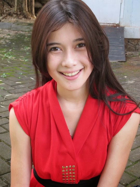 Gallery Foto Airis Emiliana, Gadis Pemain Film Satu Hati Sejuta Cinta (2013)
