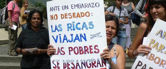 Mujeres salvadoreñas defendiendo sus derechos y su vida.