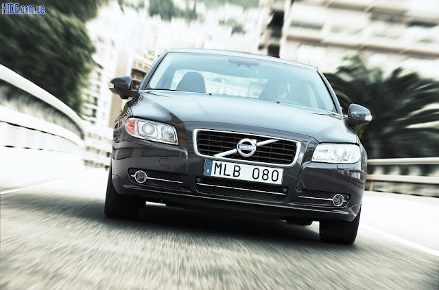 Front image of Volvo S80