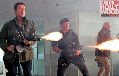 Arnold Schwarzenegger, Sylvester Stallone e Bruce Willis em Os Mercenários 2.