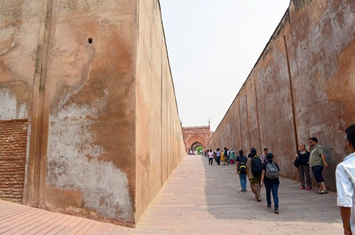Agra fort street way