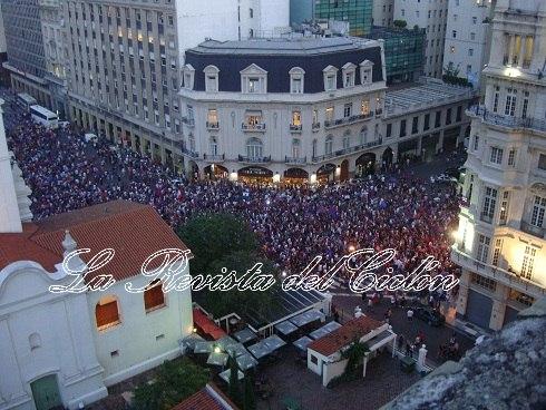 110 mil personas reventaron Plaza de Mayo