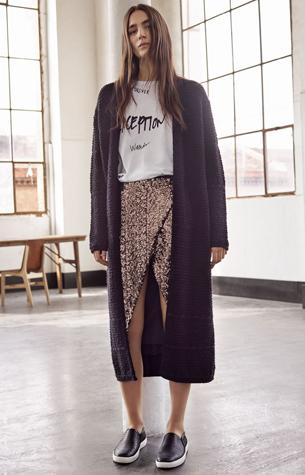 falda de lentejuelas, camiseta y cárdigan invierno de Mango