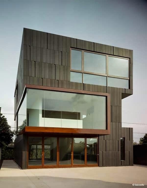 Los angeles elegant custom house design boasts a modern for Flair custom homes