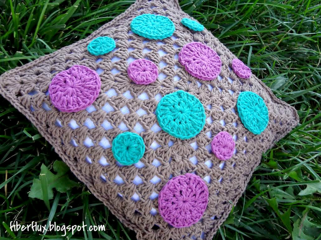 Crochet Patterns Pillows : Fiber Flux: Free Crochet Pattern...Dotty Throw Pillow!
