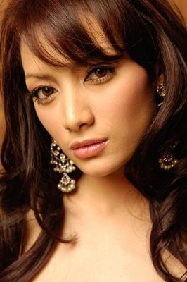 Foto Cahaya Mustika Sari Presenter Seksi dan Cantik