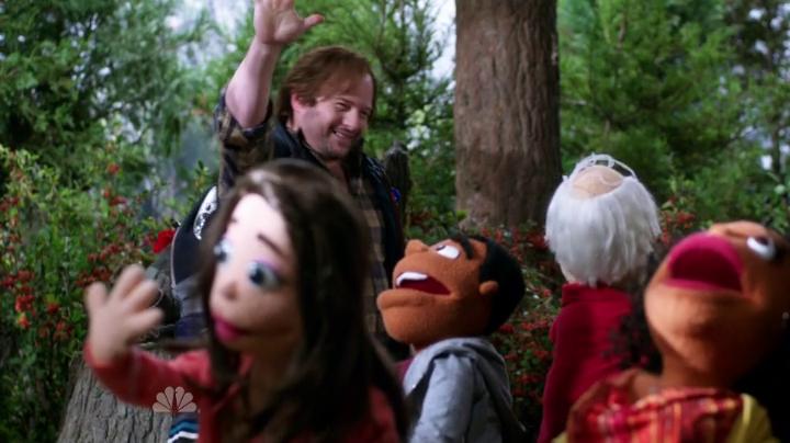 Community. Marionetas en el bosque.