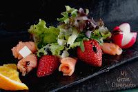 Ensalada con salmón, fresas y cítricos