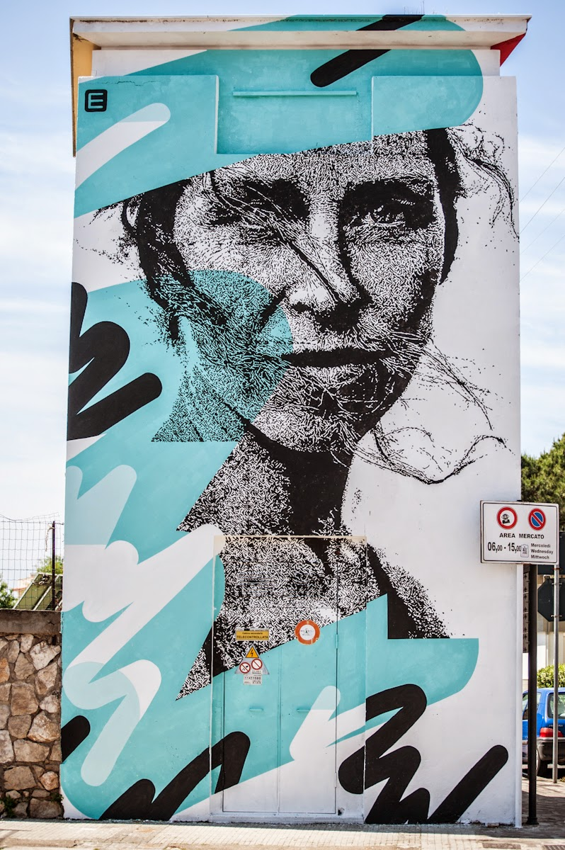 Portuguese street artist Eime recently stopped by the beautiful city of Gaeta in Italy to paint for the always excellent Memorie Urbane Festival.