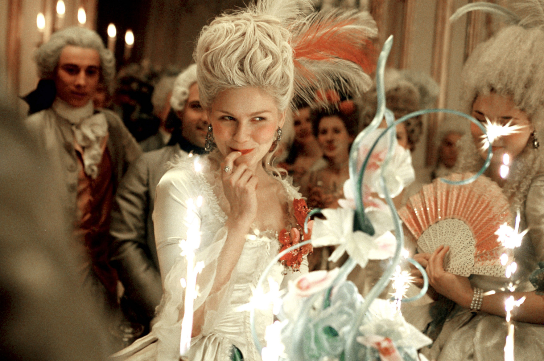 http://4.bp.blogspot.com/-IXMz_4BPymk/Txxu362OqRI/AAAAAAAAHhA/APsgvIMxa-Q/s1600/Marie-Antoinette-kirsten-dunst-96152_1500_994.jpg