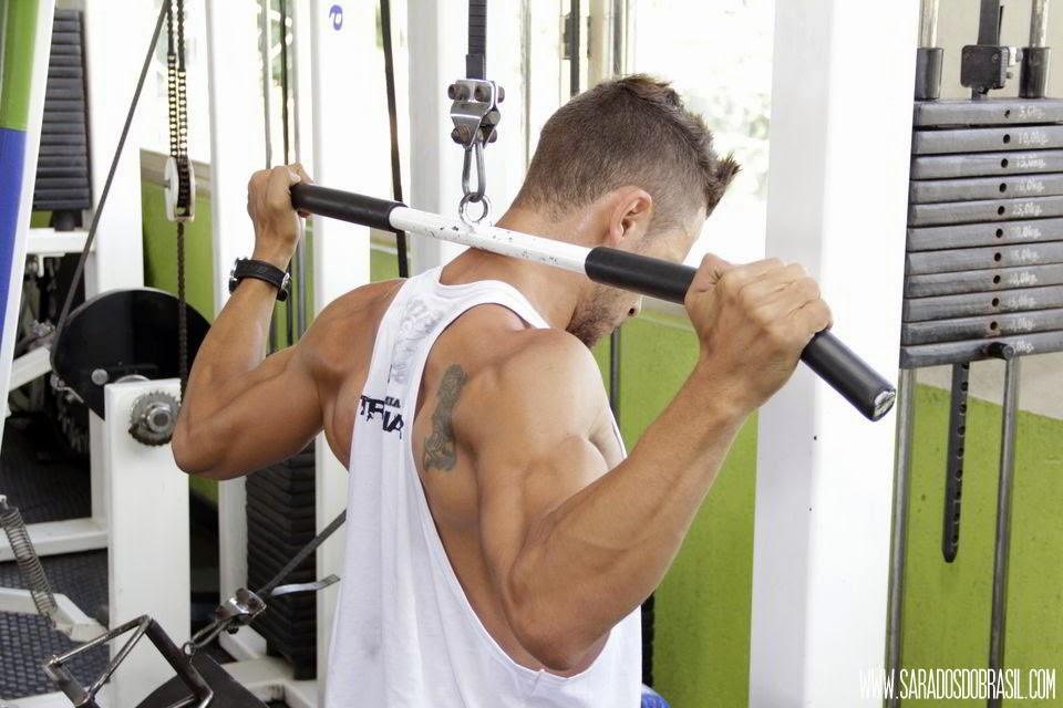 Pulley costas - 3 séries de 12 repetições - 55 kg - Foto: Marcos Januário