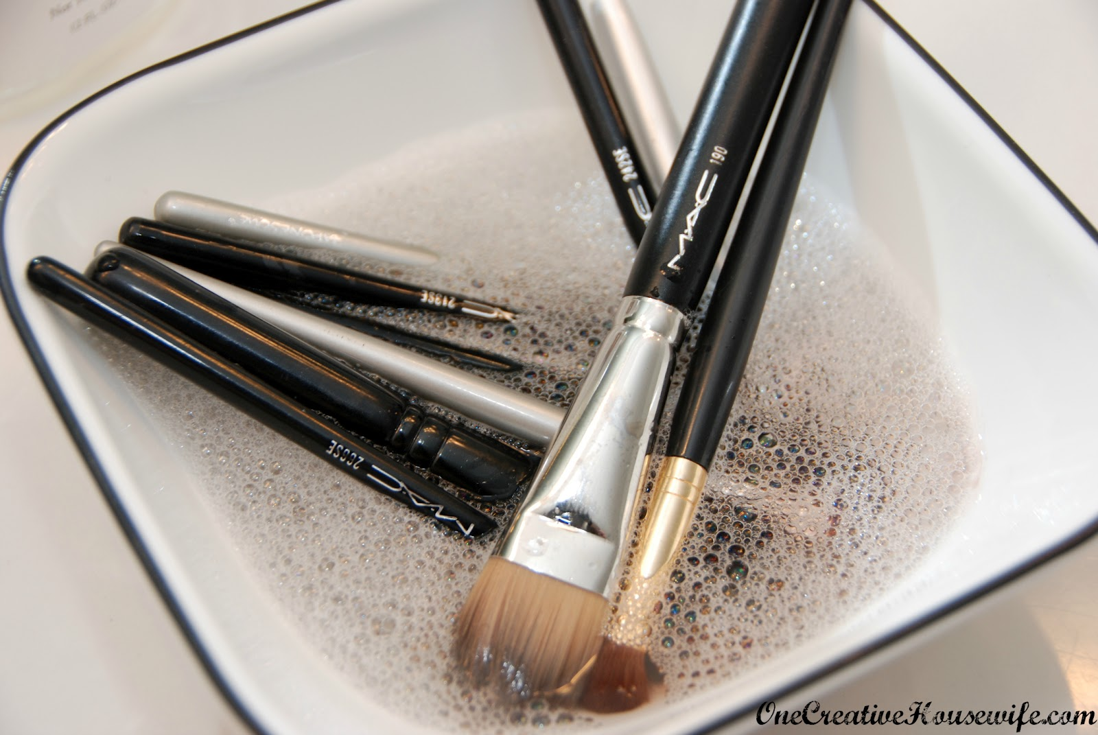 One Creative Housewife: Cleaning Makeup Brushes