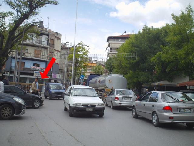 Ταλαιπωρούνε οδηγούς. Έκλεισαν κεντρικό δρόμο για προεκλογική ομιλία