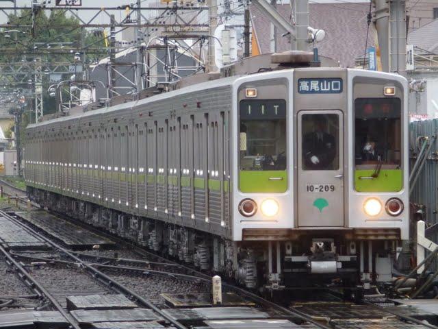 京王電鉄 急行 高尾山口行き5 10-000形200F