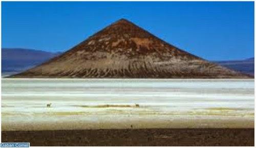 Cono de Arita Bukit Garam Seperti Piramid Gunung Berapi di Argentina