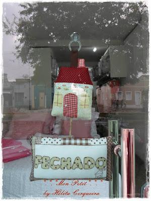 placa aberto e fechado-casinha-em tecido-em feltro-para lojas
