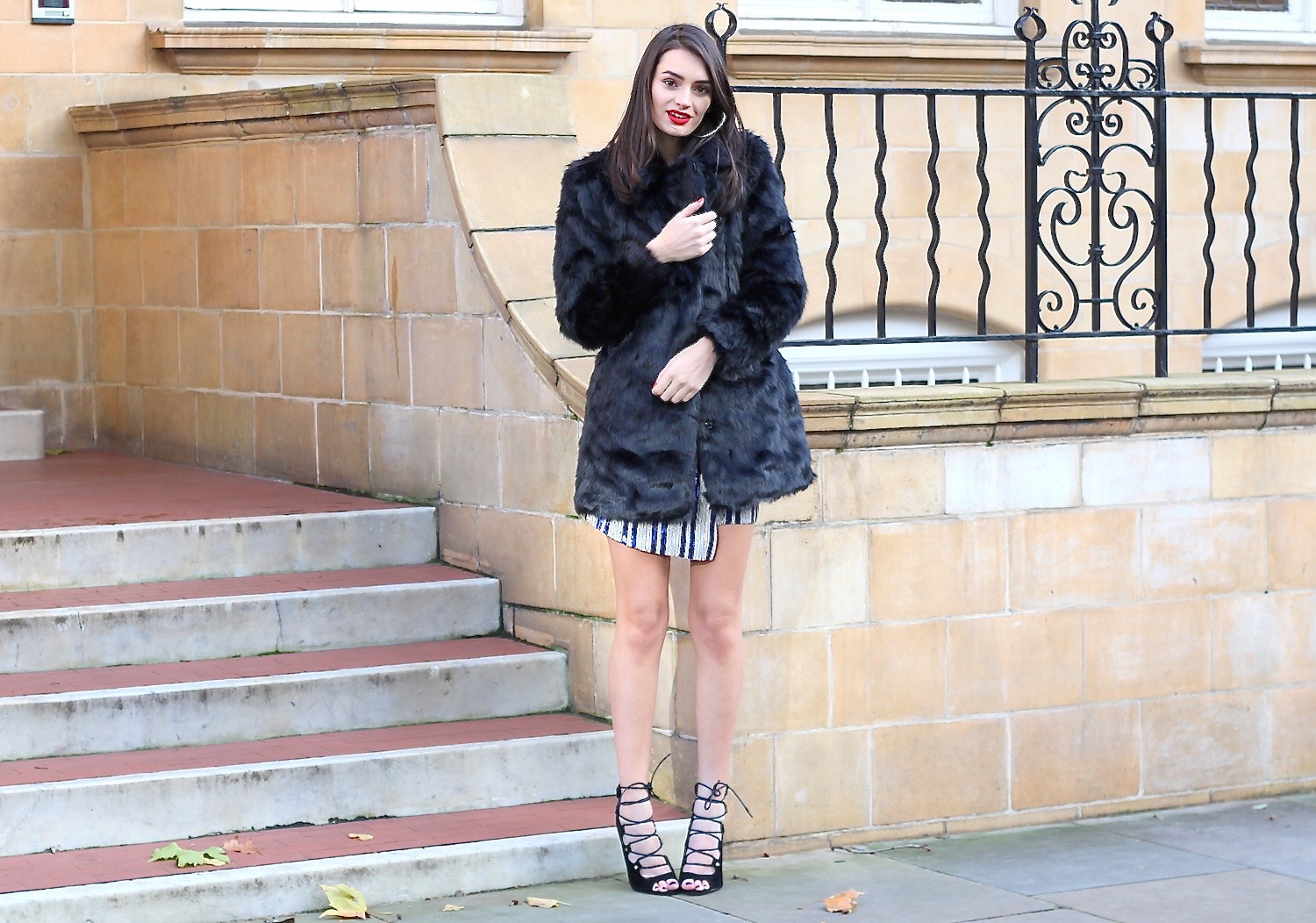 peexo fashion blogger wearing faux fur coat and sequins