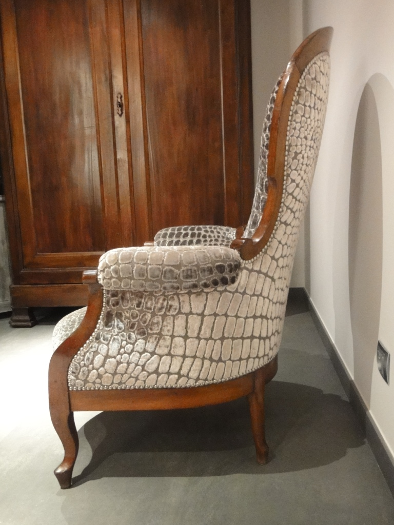 tapisserie ameublement et restauration mobilier le fauteuil crapaud qui se prenait pour un croco. Black Bedroom Furniture Sets. Home Design Ideas