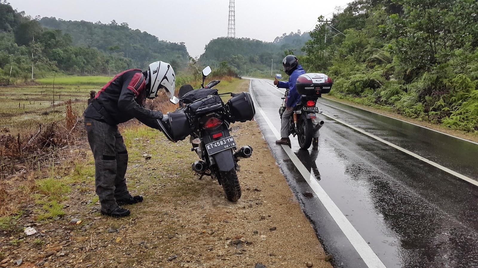 Balikpapan Biker 2014 Spion Jepit Import Merk Bumm Daun Kecil Kanan Berhenti Untuk Mengenakan Jas Hujan