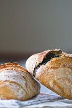 ... och under sommarsäsongen kan du köpa nybakat surdegsbröd