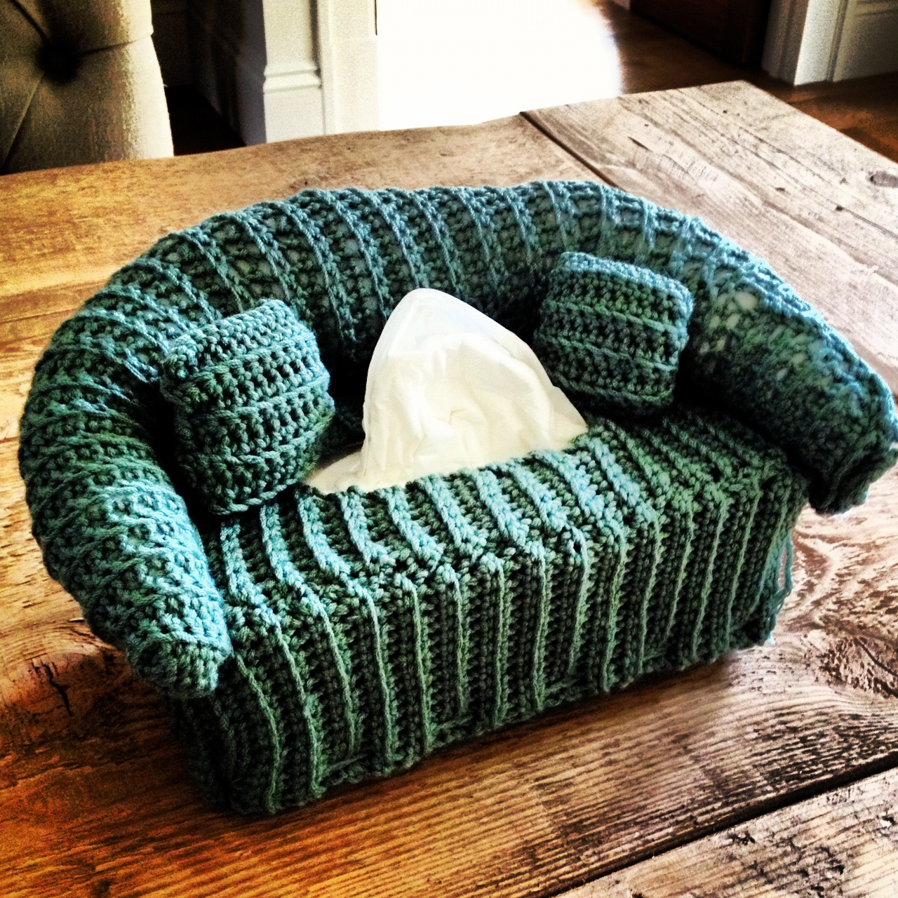 Annoos Crochet World Cool Tissue Couch Box