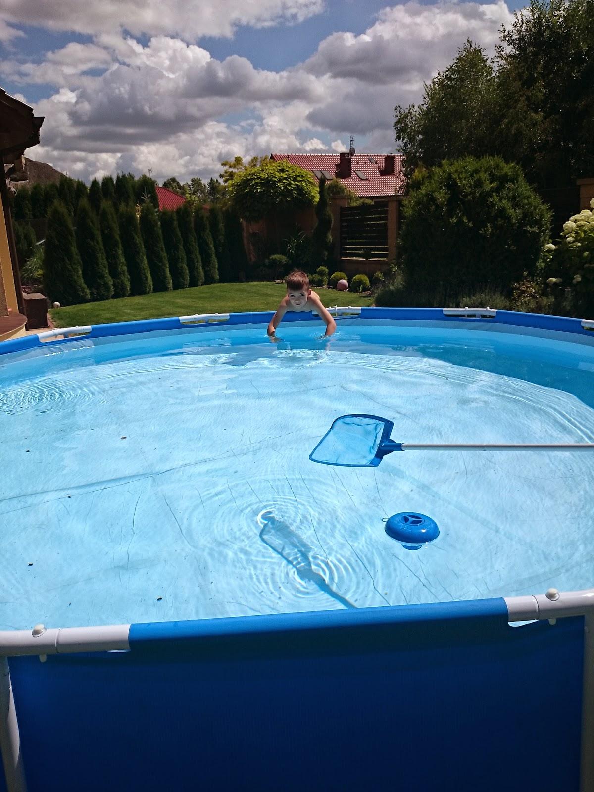 czyszczenie basenu,odkurzacz basenowy,siatka do basenu,szczecin,blog lifestyle,dom i ogród,jak czyścić basen,jak dbać o basen